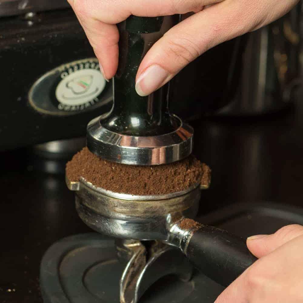 การกดอัดกาแฟ (tamping)