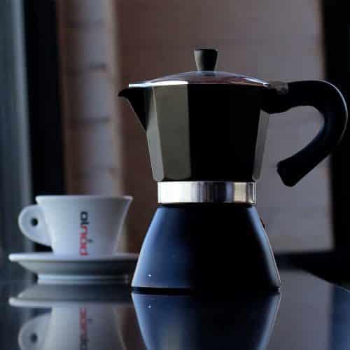 เปลี่ยนการชงกาแฟรสขมแบบ Moka Pot ให้เป็นกาแฟที่แสนอร่อย